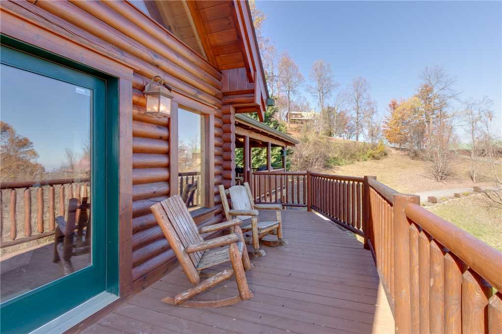 Photo of a Sevierville Cabin named Lookout Lodge - This is the forty-eighth photo in the set.