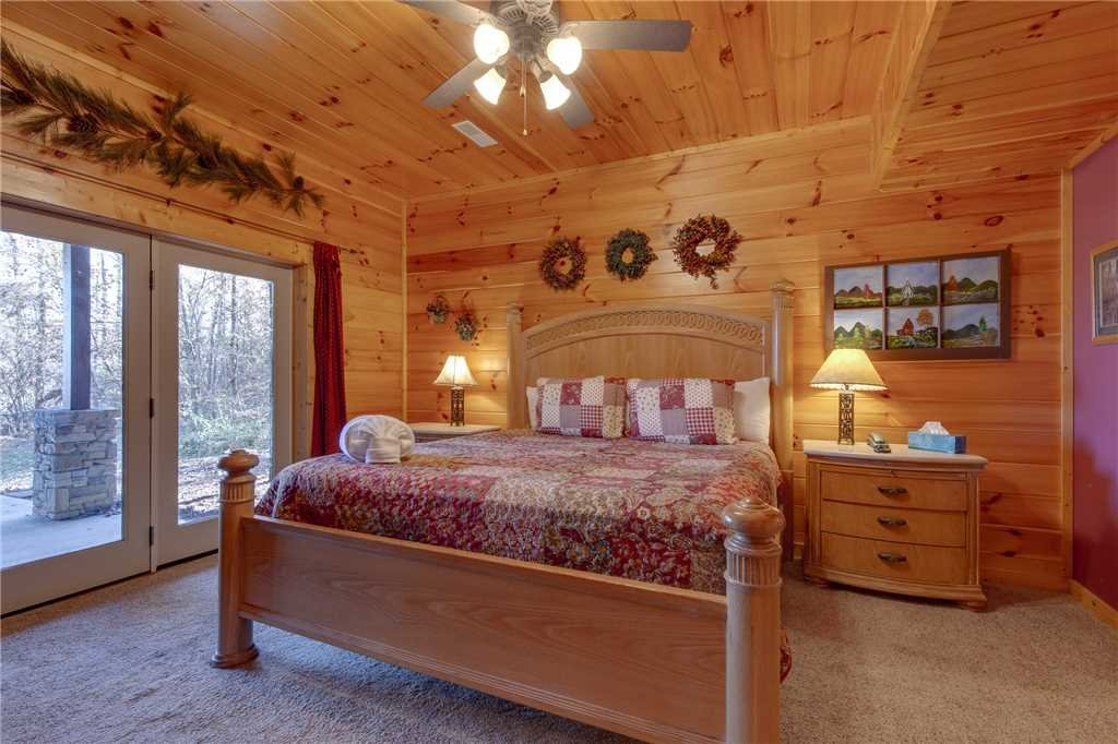 Photo of a Sevierville Cabin named Lookout Lodge - This is the nineteenth photo in the set.