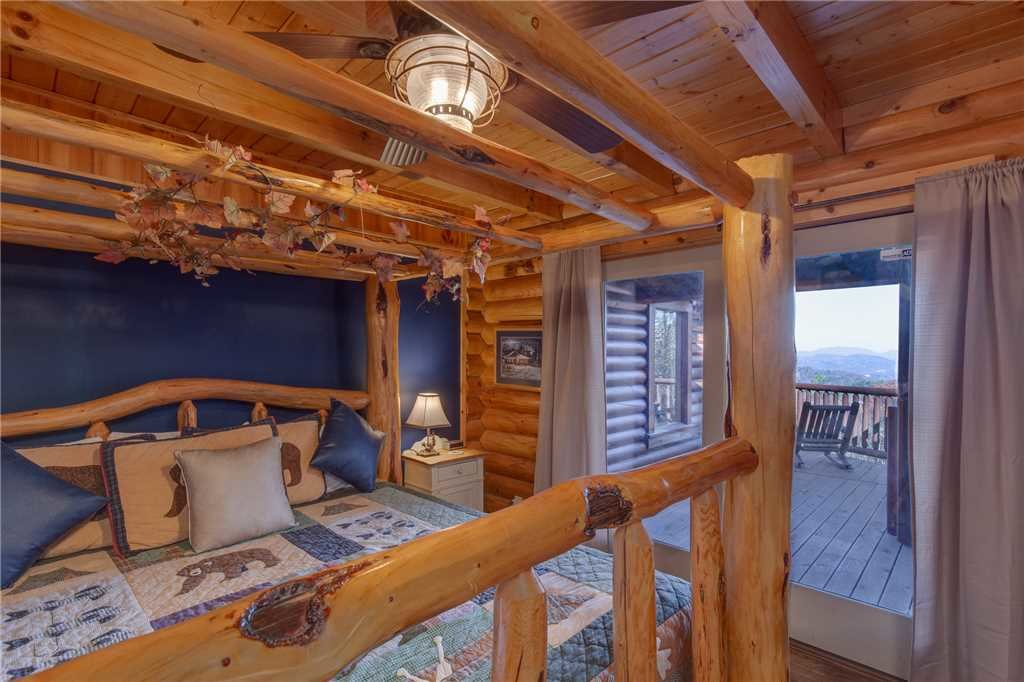 Photo of a Sevierville Cabin named Lookout Lodge - This is the twenty-third photo in the set.