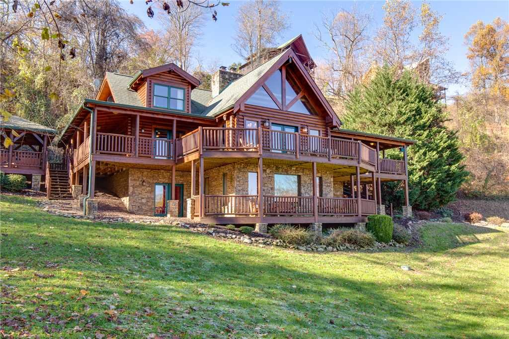 Photo of a Sevierville Cabin named Lookout Lodge - This is the fifty-first photo in the set.