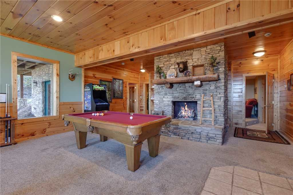 Photo of a Sevierville Cabin named Lookout Lodge - This is the seventeenth photo in the set.