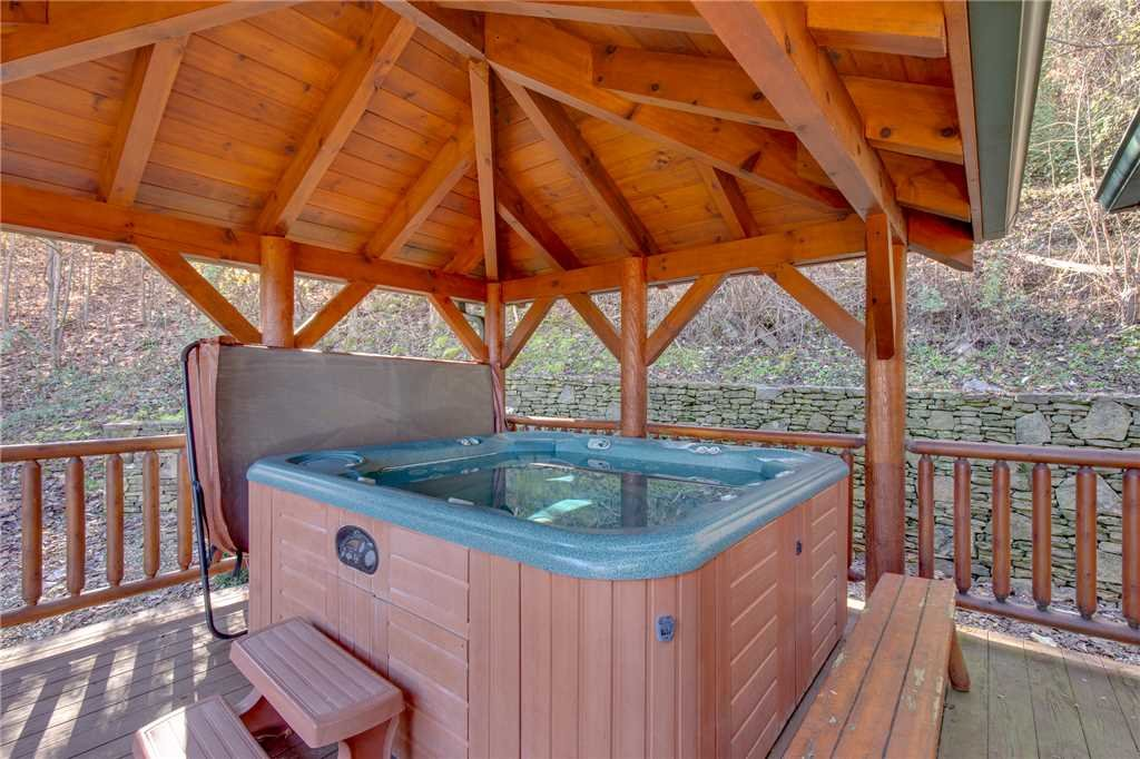 Photo of a Sevierville Cabin named Lookout Lodge - This is the forty-fourth photo in the set.