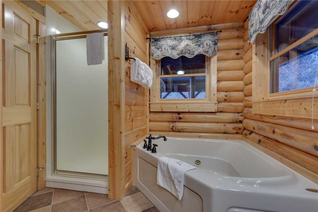 Photo of a Sevierville Cabin named Lookout Lodge - This is the twenty-fifth photo in the set.