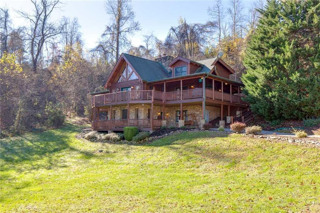 Photo of a Sevierville Cabin named Lookout Lodge - This is the fiftieth photo in the set.
