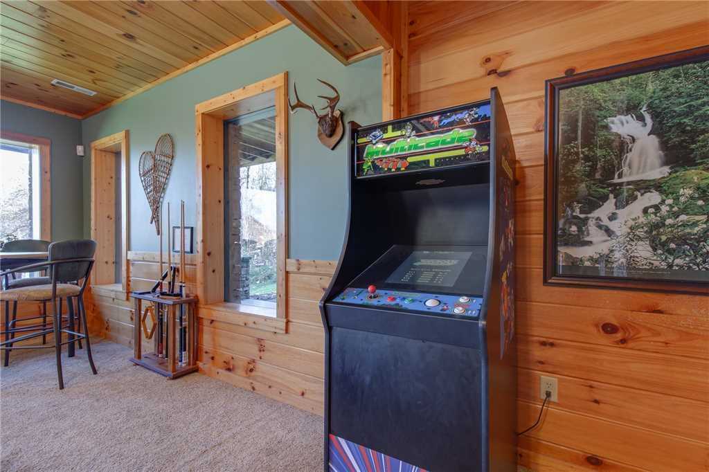 Photo of a Sevierville Cabin named Lookout Lodge - This is the sixteenth photo in the set.