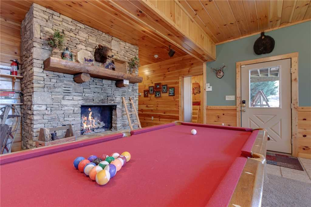 Photo of a Sevierville Cabin named Lookout Lodge - This is the eighteenth photo in the set.