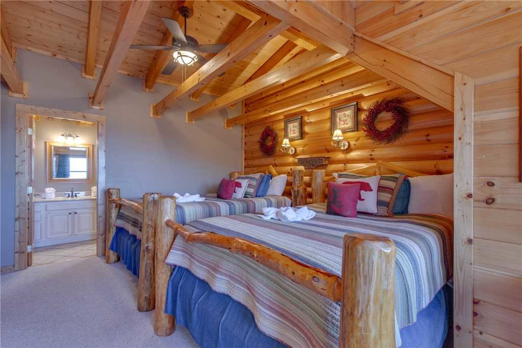 Photo of a Sevierville Cabin named Lookout Lodge - This is the thirty-first photo in the set.