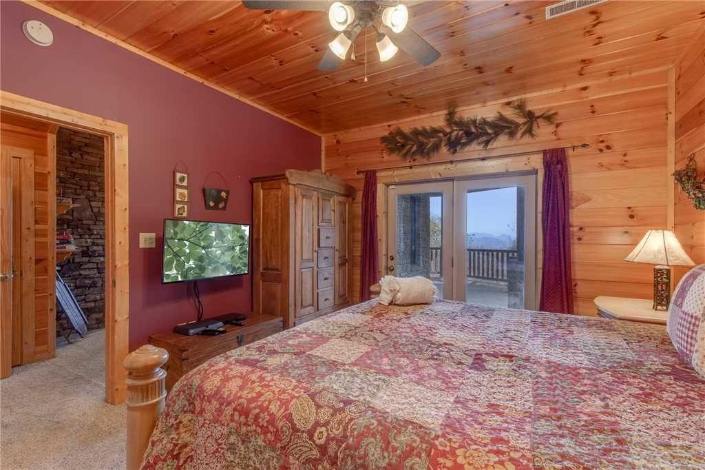 Photo of a Sevierville Cabin named Lookout Lodge - This is the twentieth photo in the set.