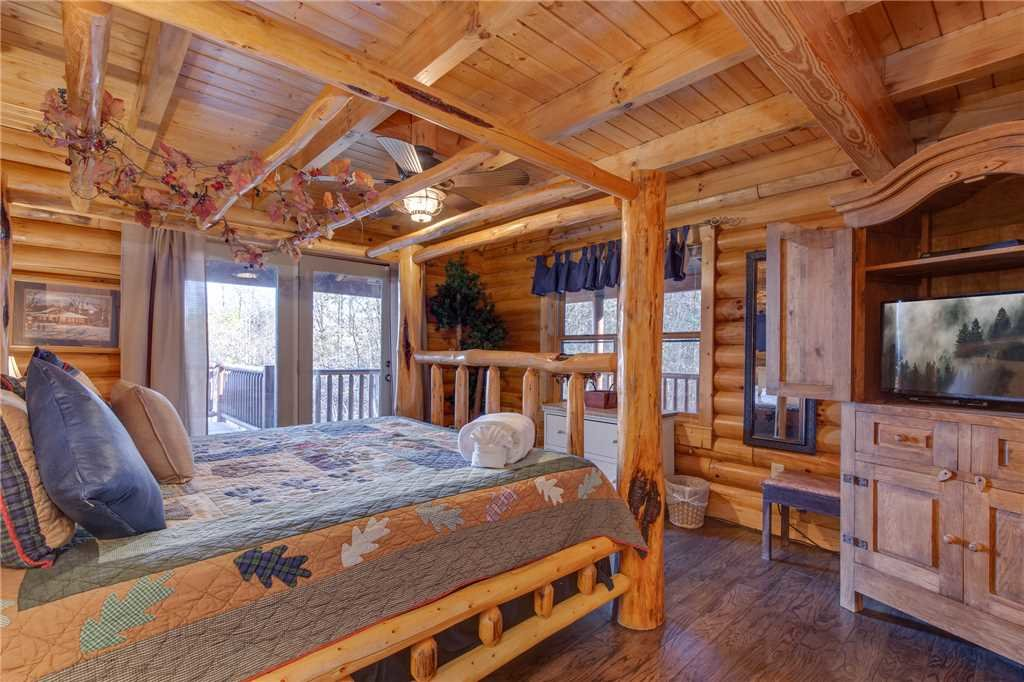Photo of a Sevierville Cabin named Lookout Lodge - This is the twenty-fourth photo in the set.