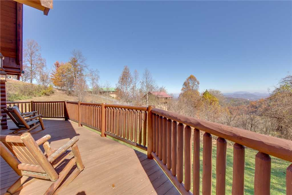 Photo of a Sevierville Cabin named Lookout Lodge - This is the forty-sixth photo in the set.