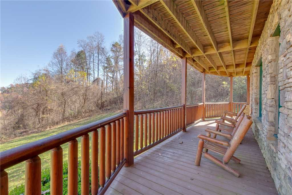 Photo of a Sevierville Cabin named Lookout Lodge - This is the forty-fifth photo in the set.