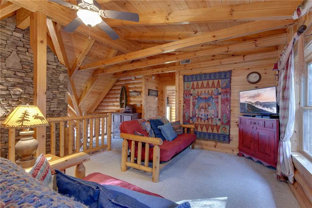 Photo of a Sevierville Cabin named Lookout Lodge - This is the thirty-eighth photo in the set.
