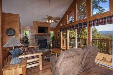 Black Bear Lookout, 2 Bedrooms, Hot Tub, Fireplace, Wifi, Grill, Sleeps 6