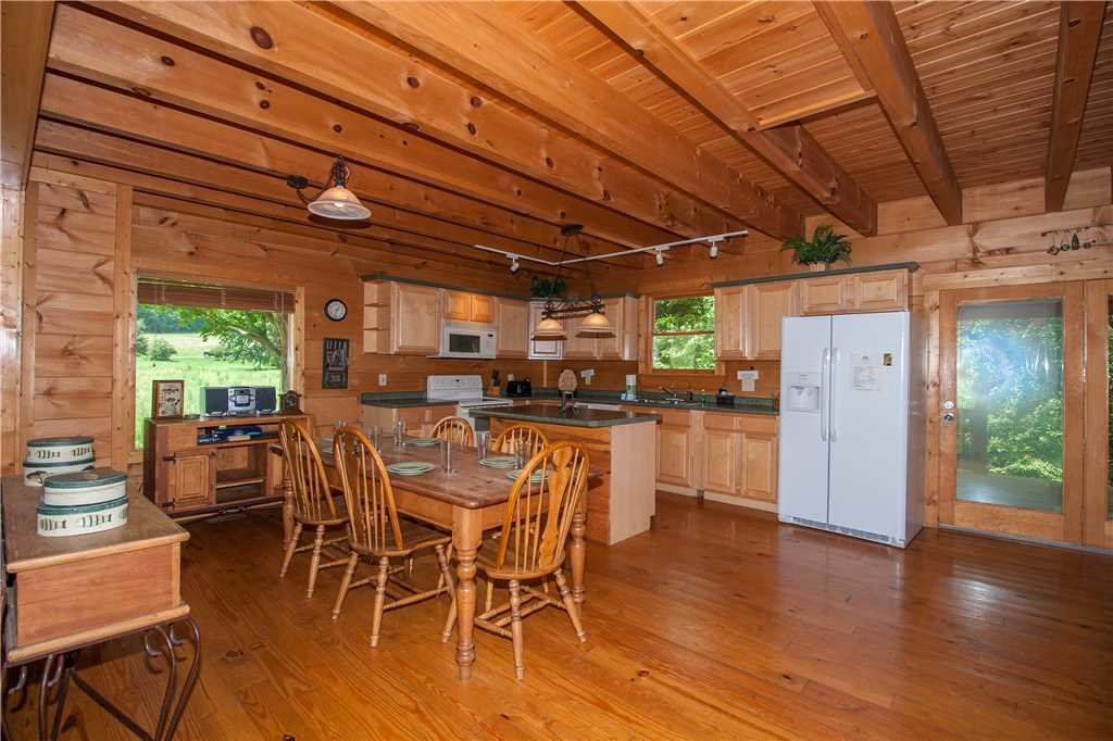 Photo of a Sevierville Cabin named Spring View - This is the fifth photo in the set.