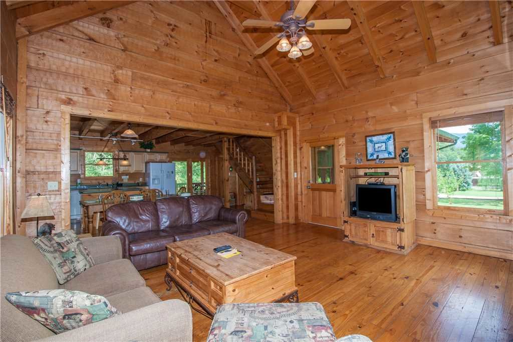 Photo of a Sevierville Cabin named Spring View - This is the fourth photo in the set.