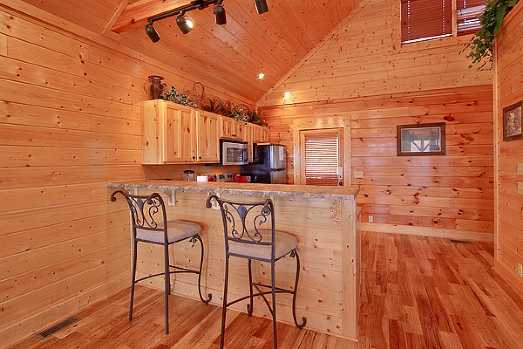 Photo of a Pigeon Forge Cabin named Mountain Mist - This is the third photo in the set.