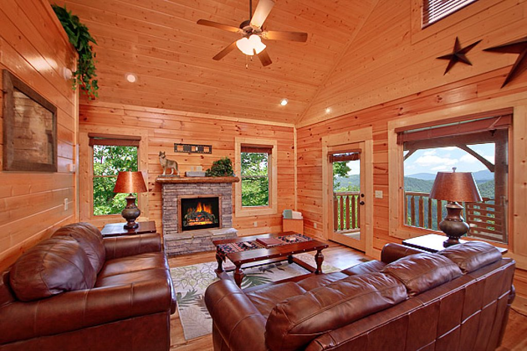 Photo of a Pigeon Forge Cabin named Mountain Mist - This is the first photo in the set.