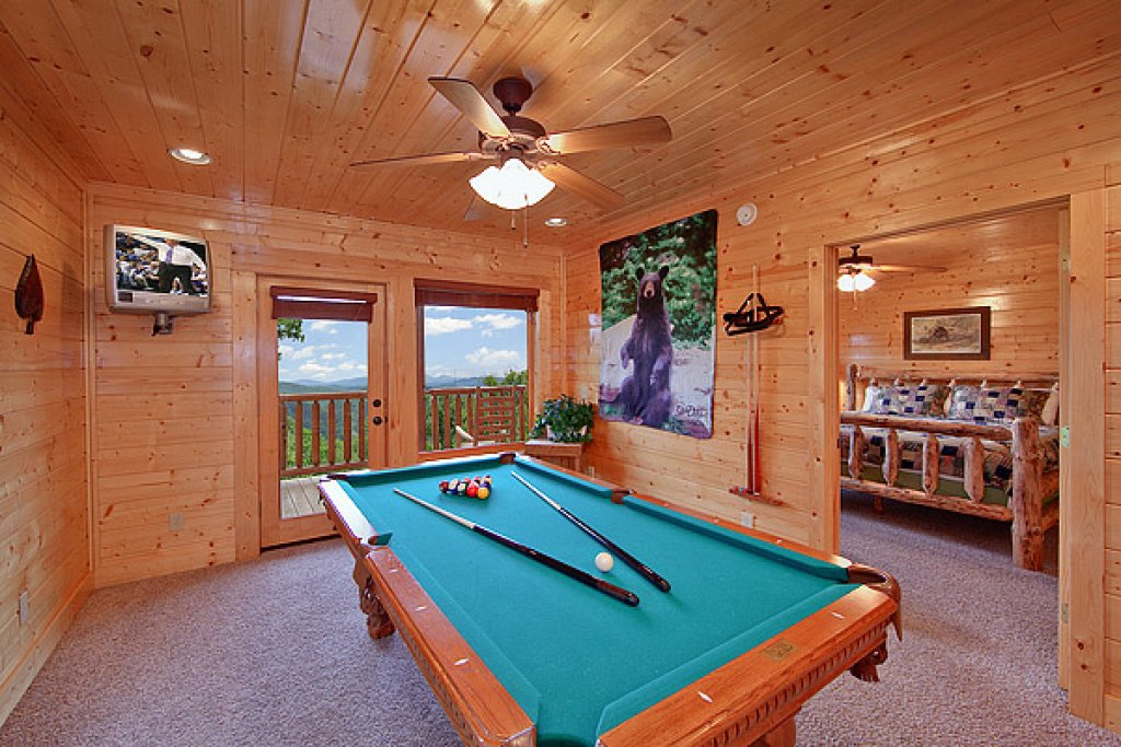 Photo of a Pigeon Forge Cabin named Mountain Mist - This is the fifth photo in the set.