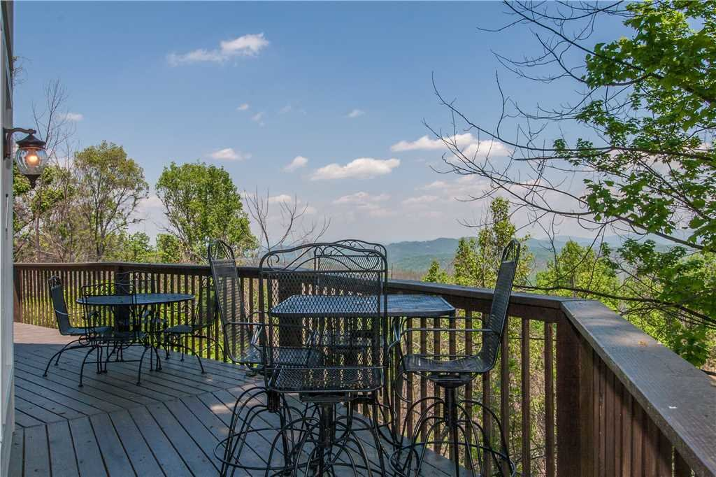 Photo of a Gatlinburg Cabin named Kickback Kabin - This is the first photo in the set.