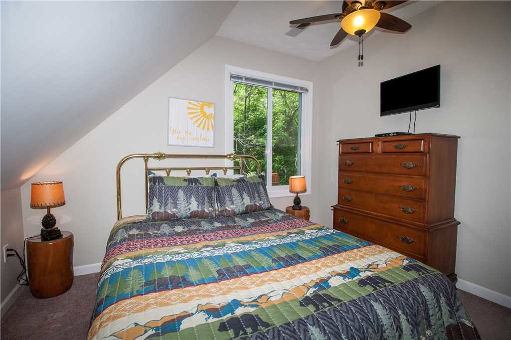Photo of a Gatlinburg Cabin named Kickback Kabin - This is the fourteenth photo in the set.
