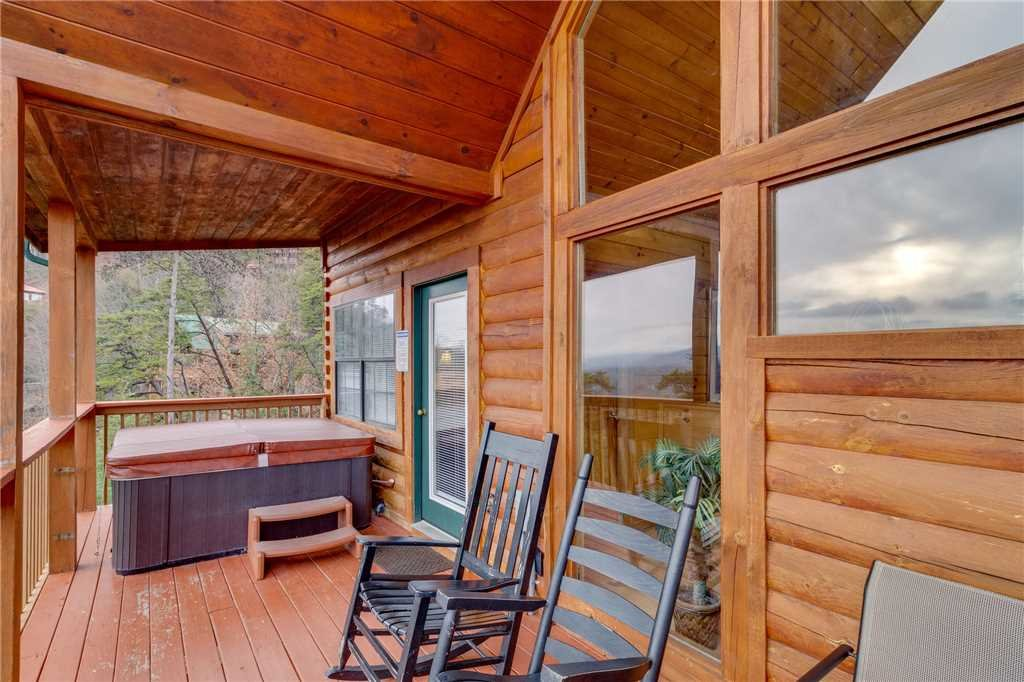 Photo of a Pigeon Forge Cabin named Peaceful View - This is the twenty-sixth photo in the set.