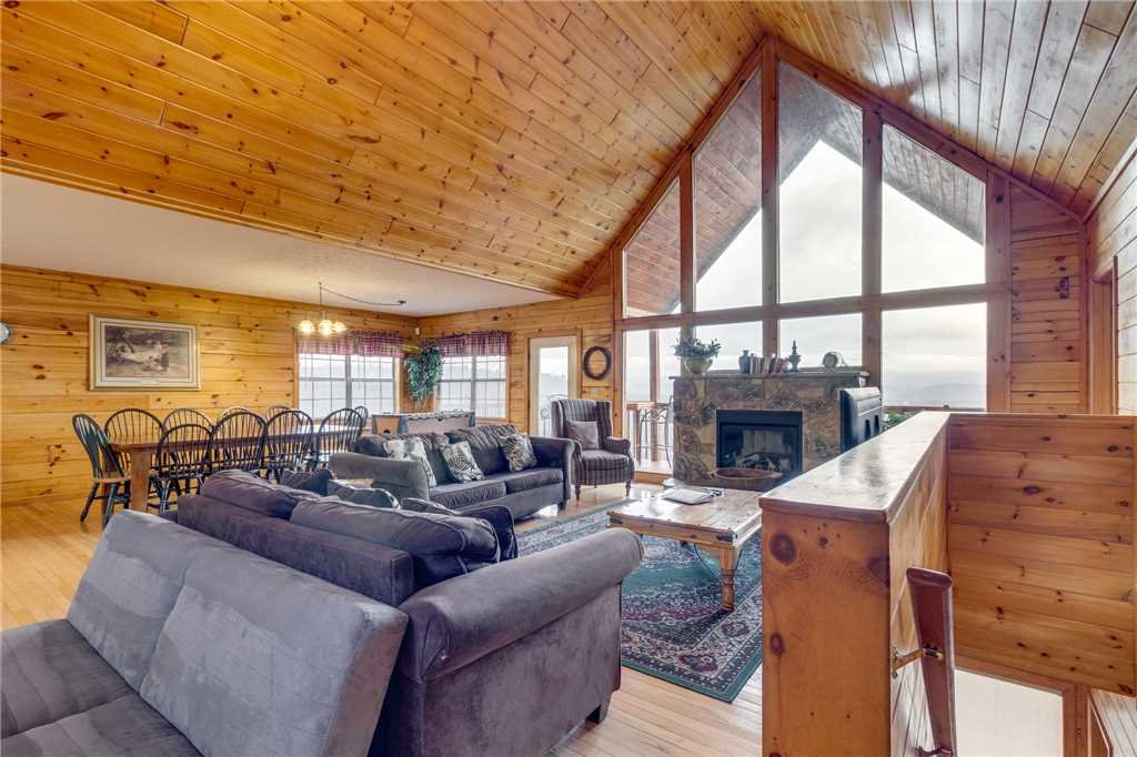 Photo of a Pigeon Forge Cabin named Peaceful View - This is the second photo in the set.
