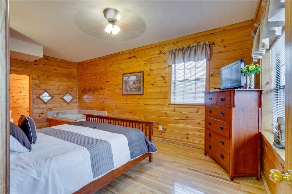 Photo of a Pigeon Forge Cabin named Peaceful View - This is the forty-first photo in the set.