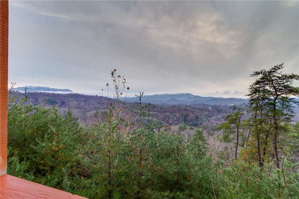 Photo of a Pigeon Forge Cabin named Peaceful View - This is the fifty-second photo in the set.