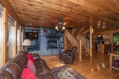 Bear Paws, 2 Bedrooms, Grill, Fireplace, Jetted Tub, Pool Table, Sleeps 4