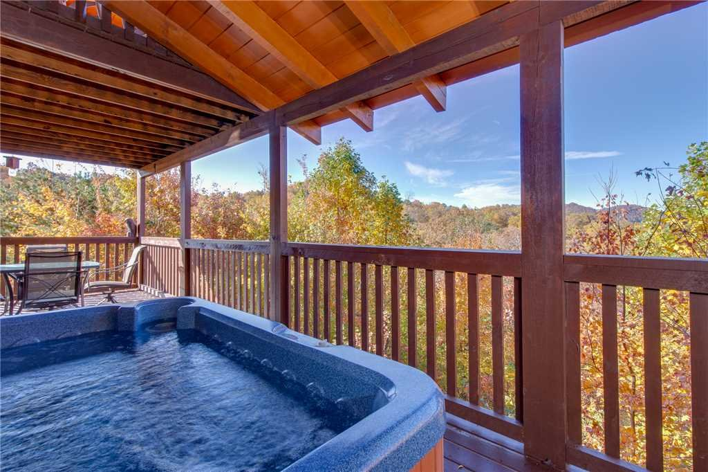 Photo of a Sevierville Cabin named Lookout Ridge - This is the second photo in the set.