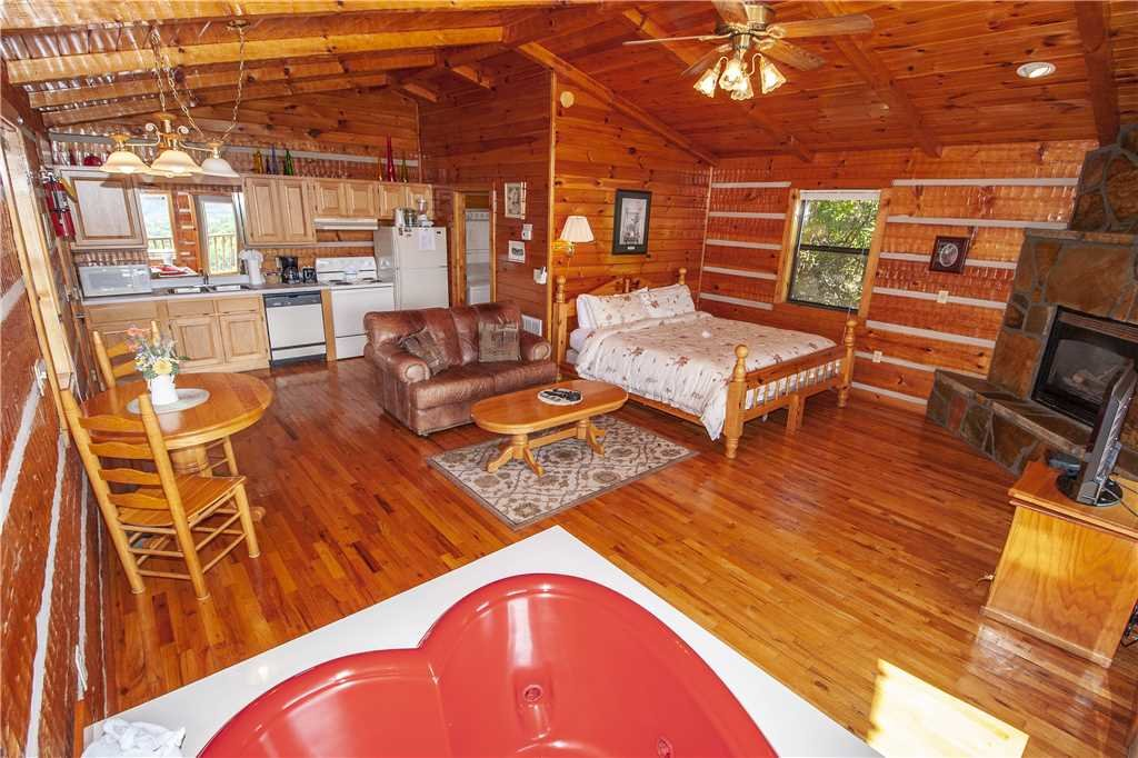 Photo of a Gatlinburg Cabin named Sweet Heart - This is the fourth photo in the set.