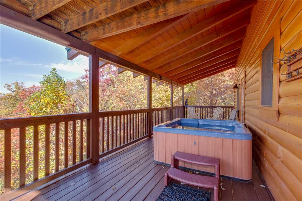 Photo of a Sevierville Cabin named Lookout Ridge - This is the twenty-fifth photo in the set.