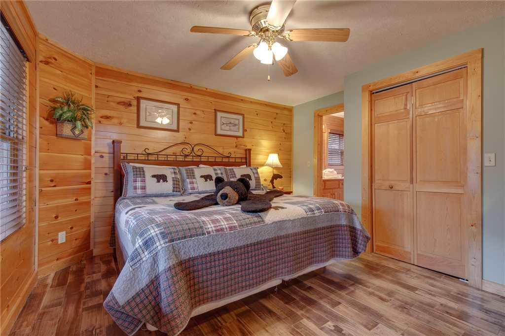 Photo of a Gatlinburg Cabin named Whisper Mountain - This is the ninth photo in the set.