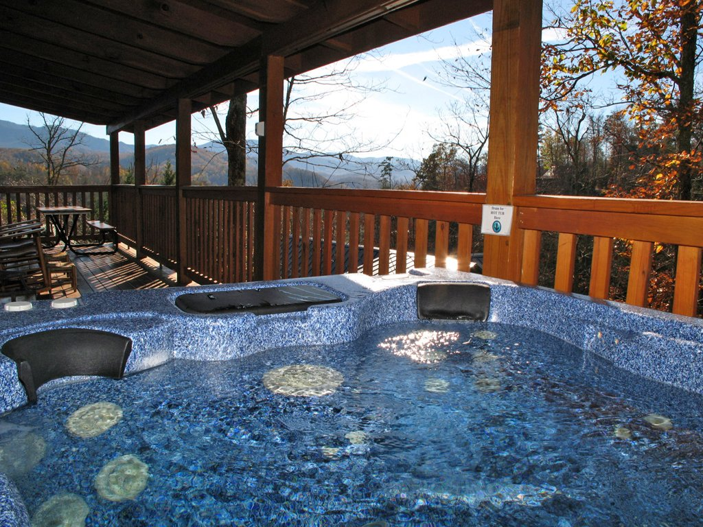 Photo of a Gatlinburg Cabin named Whisper Mountain - This is the second photo in the set.