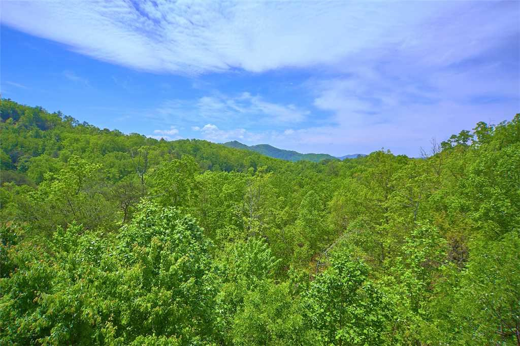 Photo of a Sevierville Cabin named Lookout Ridge - This is the thirty-seventh photo in the set.