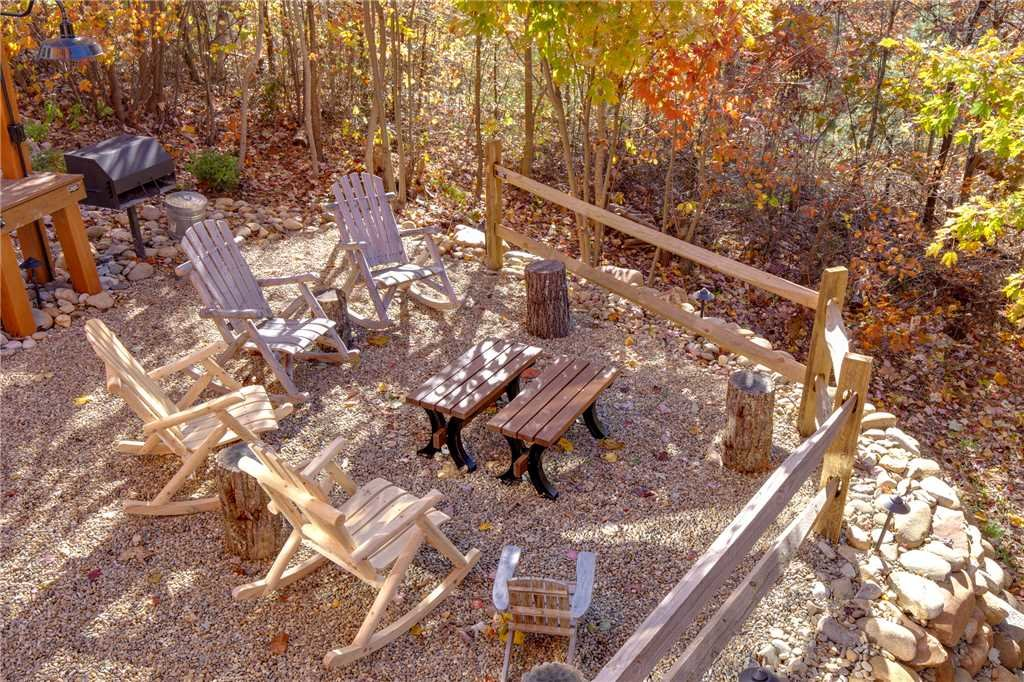 Photo of a Sevierville Cabin named Lookout Ridge - This is the thirty-fifth photo in the set.