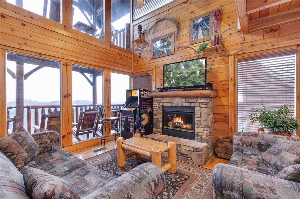 Photo of a Pigeon Forge Cabin named Black Bear Overlook - This is the second photo in the set.