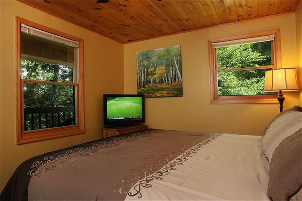 Photo of a Gatlinburg Cabin named Nature's Hideaway - This is the twelfth photo in the set.