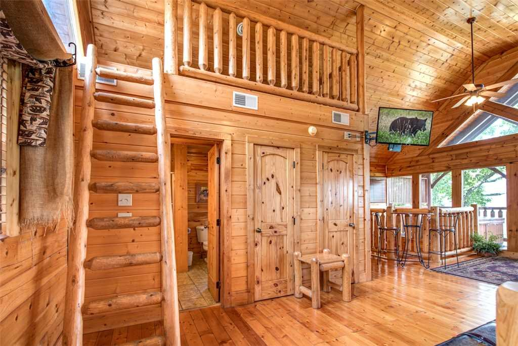 Photo of a Pigeon Forge Cabin named Black Bear Overlook - This is the sixteenth photo in the set.