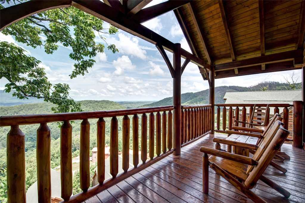 Photo of a Pigeon Forge Cabin named Black Bear Overlook - This is the twenty-seventh photo in the set.