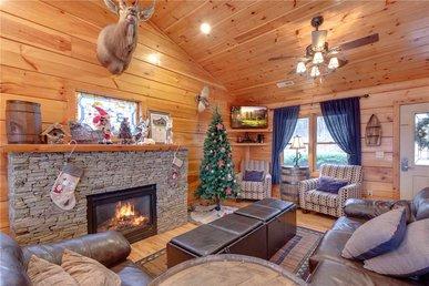 A Wolf's Den, 4 Bedrooms, Hot Tub, Fireplace, Sauna, Wifi, Sleeps 12