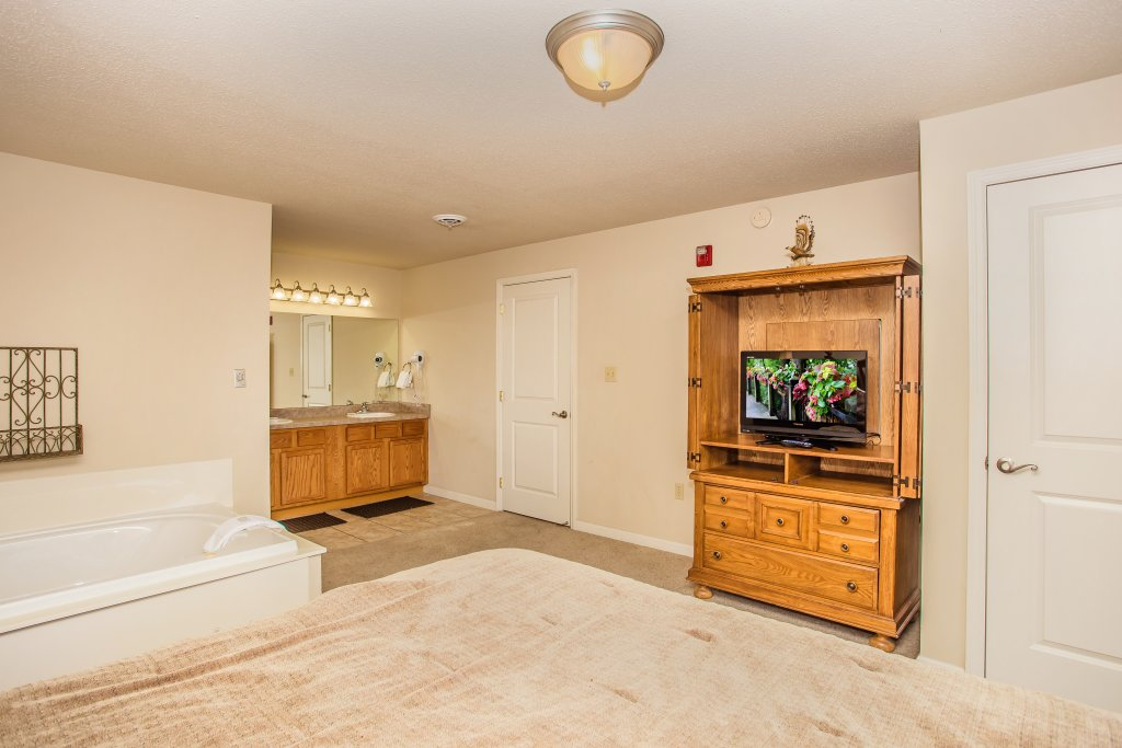 Photo of a Pigeon Forge Condo named Cedar Lodge 705 - This is the eighth photo in the set.