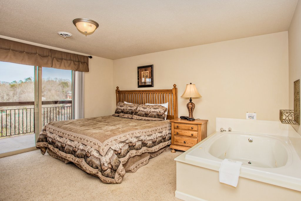 Photo of a Pigeon Forge Condo named Cedar Lodge 705 - This is the seventh photo in the set.