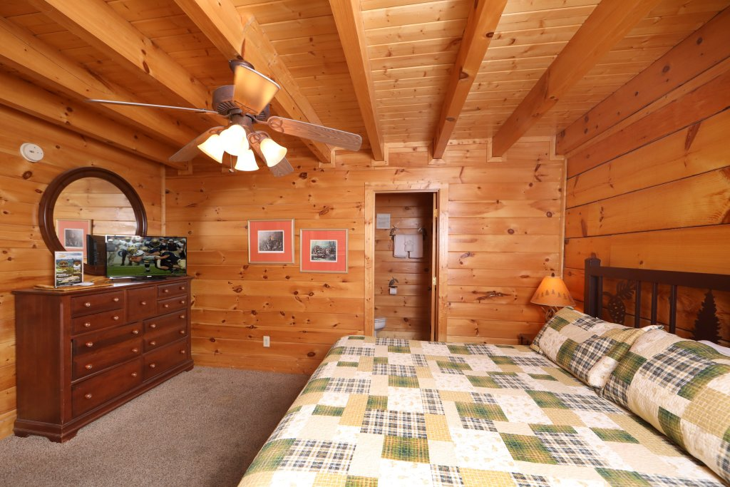 Photo of a Pigeon Forge Cabin named Echoes Of Eden - This is the eighteenth photo in the set.
