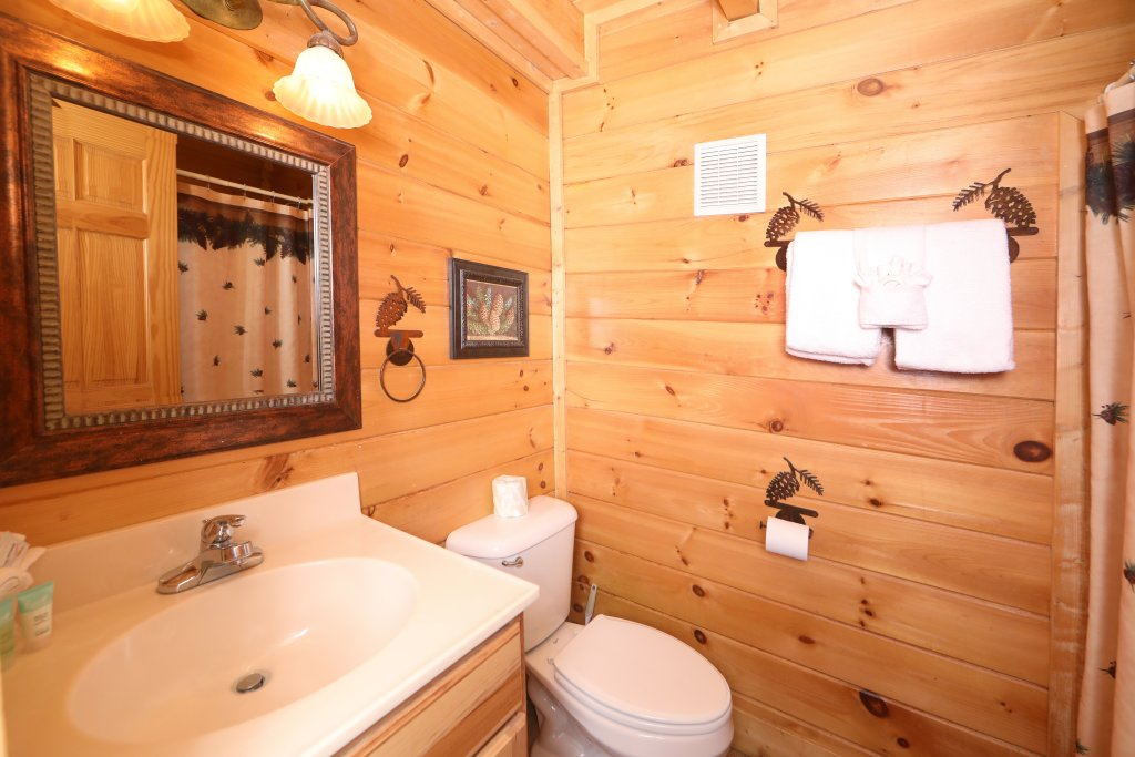 Photo of a Pigeon Forge Cabin named Echoes Of Eden - This is the nineteenth photo in the set.