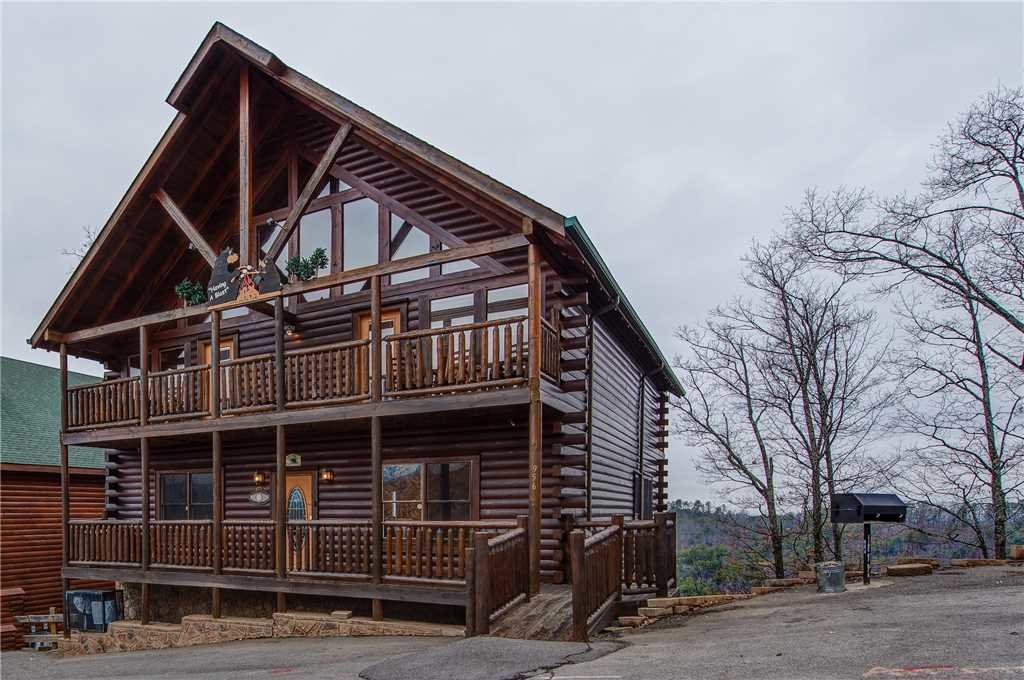 Photo of a Pigeon Forge Cabin named Having A Blast - This is the thirty-sixth photo in the set.