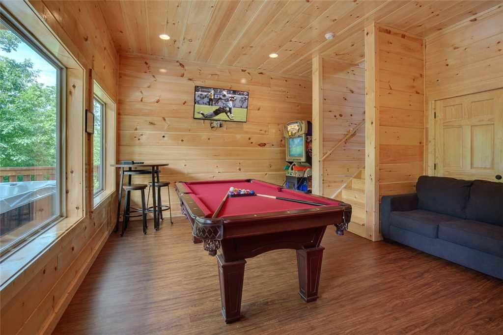 Photo of a Pigeon Forge Cabin named Splash Of Moonshine - This is the tenth photo in the set.