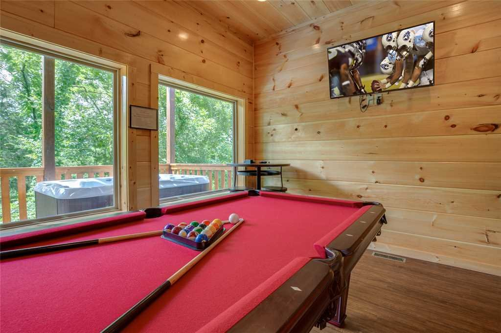 Photo of a Pigeon Forge Cabin named Splash Of Moonshine - This is the eleventh photo in the set.