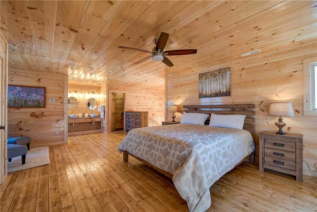 Photo of a Pigeon Forge Cabin named Splash Of Moonshine - This is the twelfth photo in the set.