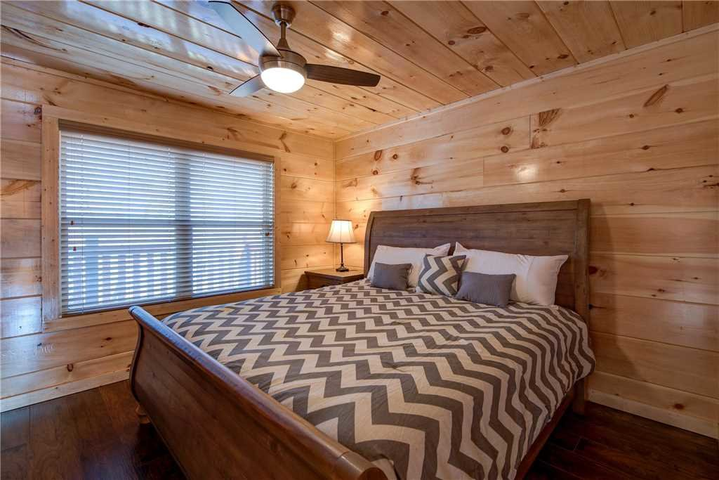 Photo of a Pigeon Forge Cabin named Splash Of Moonshine - This is the fifteenth photo in the set.
